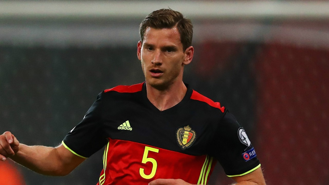 Football player biography, photo, personal life, wife, height and weight 2018 19