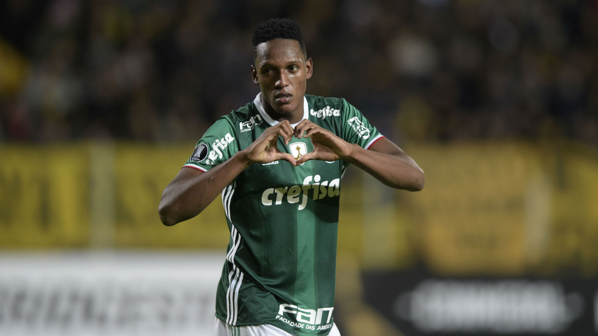 Football player biography, photo, personal life, wife, height and weight 2018 4